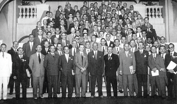 Attendees of the First Pan-American Congress of Rheumatology.